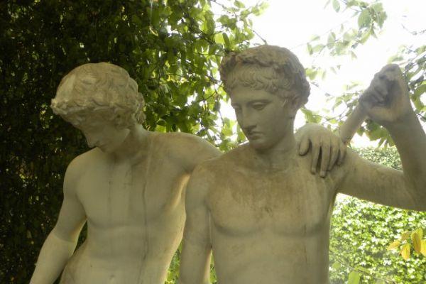 statue-giardino6EB77208-1568-8C39-45E1-FE8BBF0C0489.jpg